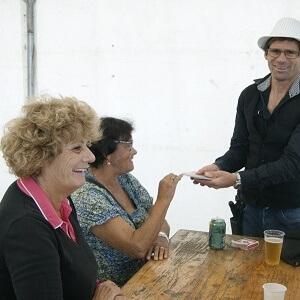 Magicien table en table