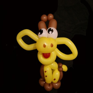 girafe en sculpture de ballons